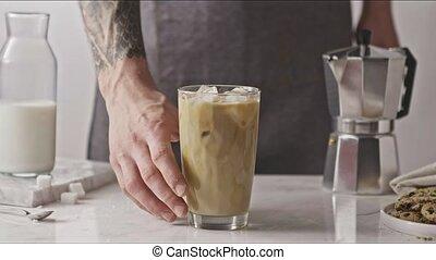 tatouage, main, prend, frais, verre, homme, café, drink., ...