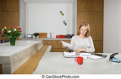 tavola, donna, documenti