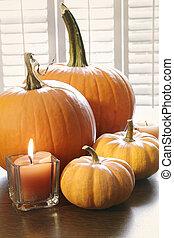 tavola, finestra, zucche, candela