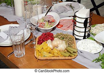 tavola., georgiano, piatti