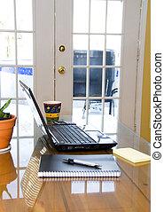tavola, laptop