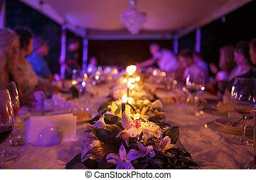 tavola, per, ricezione matrimonio, con, candele, su, natura,...