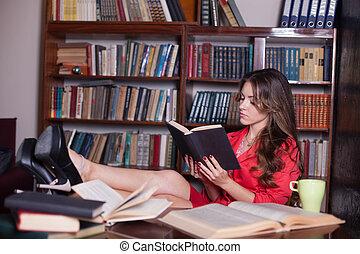 tavola, ragazza, gambe, libro, lettura