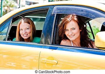 taxi, dos mujeres