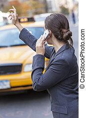 taxi, grêler, femme, jeune, jaune, téléphone portable, taxi