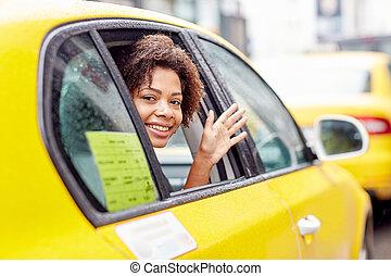 taxi, mujer, conducción, norteamericano, africano, feliz