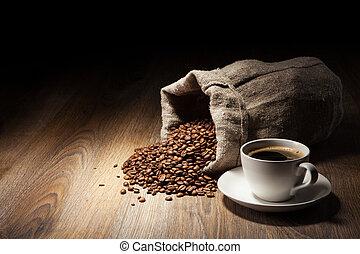 taza para café, con, saco de la arpillera, de, asado, frijoles, en, rústico, tabla