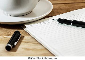 tazza caffè, vuoto, su, penna, quaderno, scrivania, chiudere, bianco, aperto
