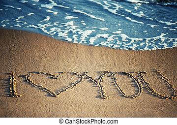 te amo, -, escrito, en la arena, con, un, espumoso, onda, debajo