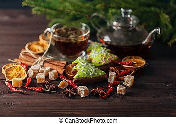 Tea cup with decorations, with gingerbread cookies and oranges for Christmas
