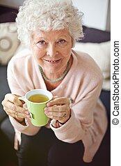tea, idősebb ember, élvez, neki, nő