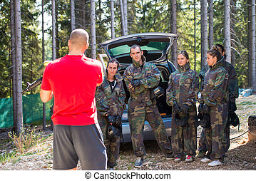 Teacher showing how to use paintball gear - Happy paintball...