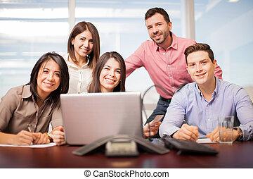 team, van, vijf mensen, op het werk