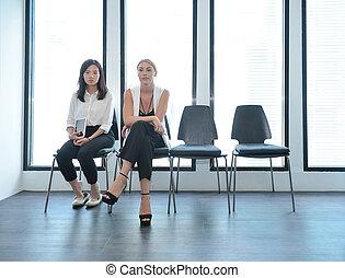 teamwork, od, międzynarodówka handlowa, ludzie, wpływy, do, nawzajem, w, biuro, multi, ethnics