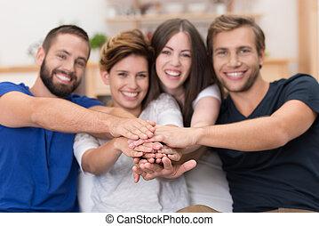 teamwork, przyjaciele, pośród