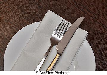 teble, cutlery