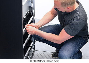 Technician Maintain UPS Battery Units - IT Engineer/...