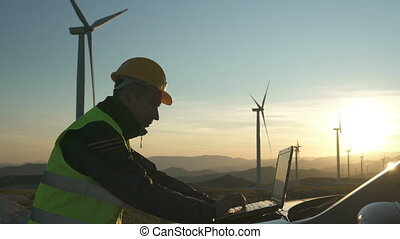 technicien, chèques, ordinateur portable, utilisation, station, turbines, turbine, statut, remonter générateur, ingénieur, puissance