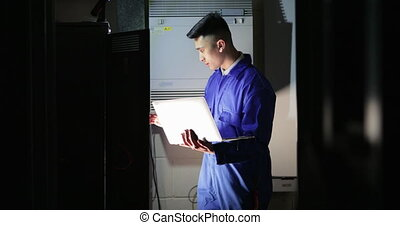 technicien, salle serveur, stagiaire
