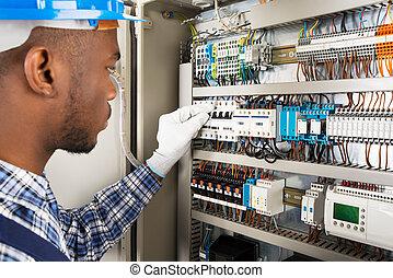 technicien, vérification, fusebox