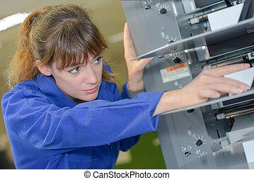 technikus, gép, működtető, női