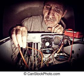 technikus, képben látható, illeték