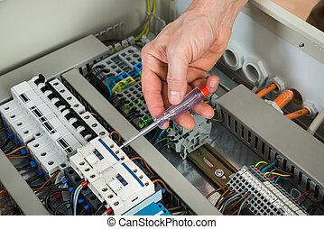 technikus, megjavítás, fusebox