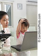 technologie, fille, introduire, elle, mère