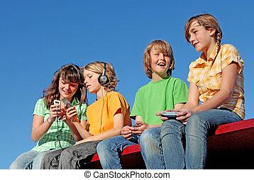 technologie, kinder, spielende , mit, elektrisch, geräte