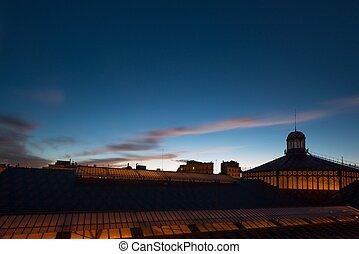 techo, de, nacido, mercado, edificio, en, barcelona, por la noche