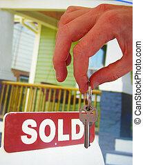 tecla, casa, vendido, sinal venda, segurando mão