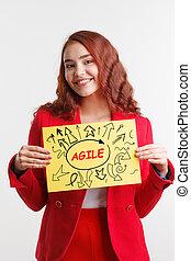 tecnologia, internet, negócio, e, marketing., jovem, mulher negócio, escrita, word:, agile.
