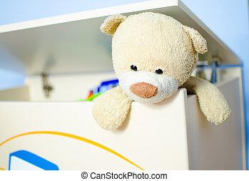 Teddy bear escaping
