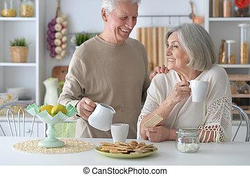 tee, ältere paare, trinken