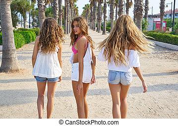 Teen best friends girls walking in palm trees - Teen best...