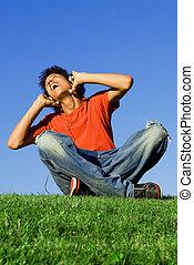 teen chłopiec, słuchawki, muzykować słuchanie, śpiew