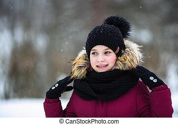 Teen girl standing outdoor at winter.