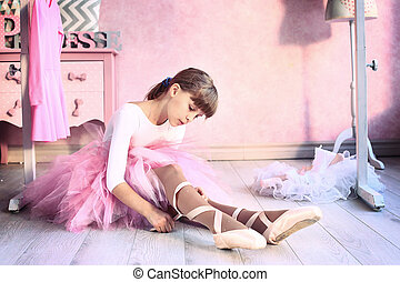 girl prepare for classical dance lesson
