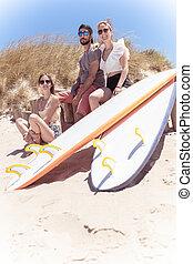 teen pojkar, flickor, surfbräda, surfarear