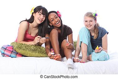 teenage, etniczny, partia, dziewczyny, pidżama, pedicure
