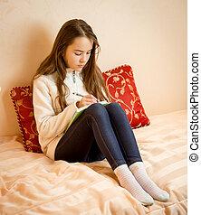teen-girls-in-bed