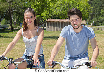 teenage, na wolnym powietrzu, natura, para, bicycles, portret, jeżdżenie