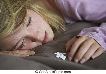 teenage, posiedzenie, przygnębiony, sypialnia, dziewczyna, pigułki