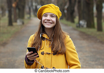 teenage, smartphone, muzyka, dziewczyna, szczęśliwy, słucha