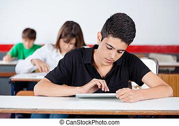 teenage, tabliczka, uniwersytet, biurko, student, cyfrowy, używając