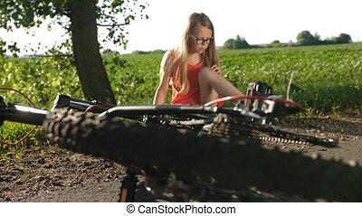 teenage, wypadek, rower, po, dziewczyna, droga