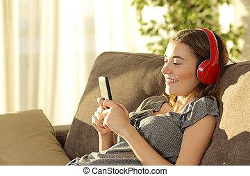 teenager, lytte, musik, linje, hos, en, raffineret, telefon