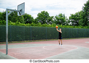 teenagerjunge, schießen, a, basketball, auf, a, gericht
