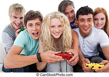 teenagers, videopp lekar, spänd, ha, vardagsrum, leka, nöje