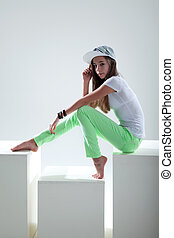 Teene in fashion on cube